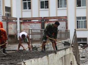 武警官兵緊急馳援四川汶川山洪泥石流救援