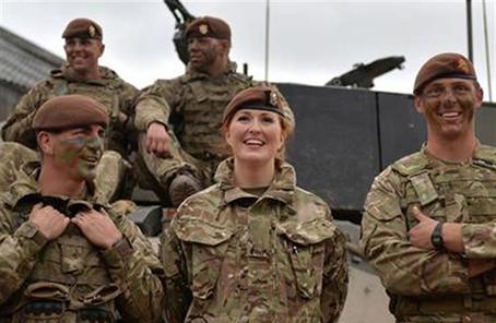 英軍巨資打造戰鬥裝備係統 女兵穿上後發生骨折