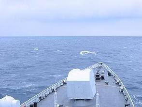 我海軍艦艇編隊以戰備訓練狀態通過國際日期變更線