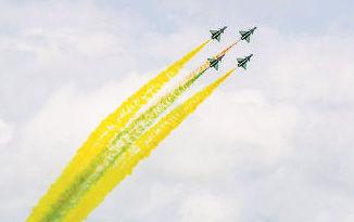 八一飛行表演隊圓滿完成新加坡航展飛行表演任務