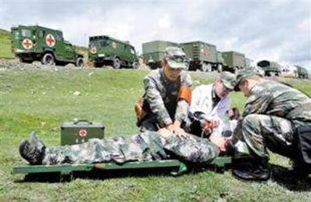 新疆軍區總醫院組織專家赴高原部隊傳授急救技能