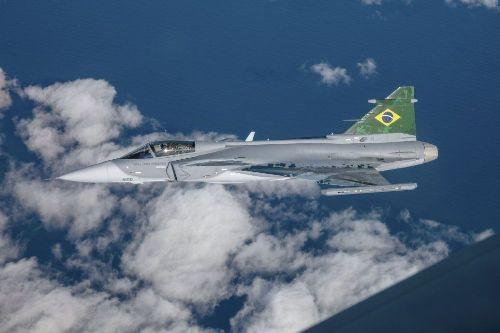 """巴西接收首架""""鷹獅""""戰鬥機 共採購36架"""