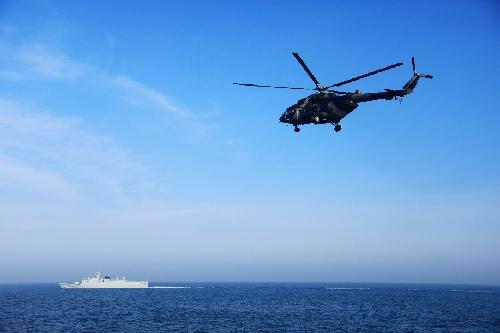 第73集團軍某陸航旅與海軍某支隊組織海上聯合搜救訓練