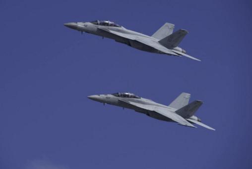 """美軍一架""""超級大黃蜂""""空中引擎起火 數周內第二起類似事故"""