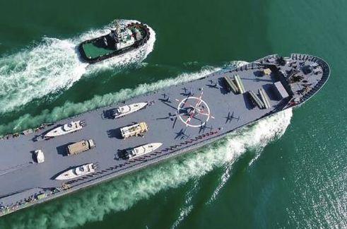 """伊朗公布""""國産航母"""",可搭載無人機、直升機和導彈"""