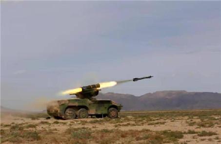 """西北戈壁:多種防空火力齊開火打擊""""來襲之敵"""""""