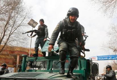 阿富汗軍事基地遭襲百人亡 防長與總參謀長辭職