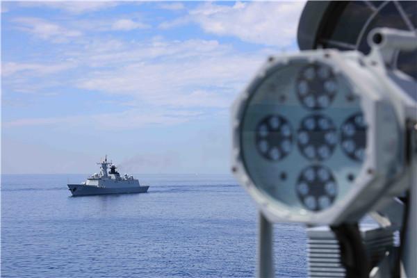 中国远航访问编队在航行中展开多项联合演练