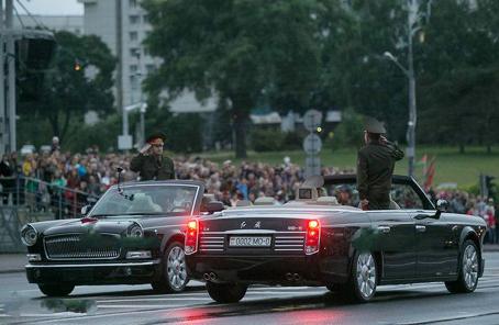 這國閱兵彩排竟用中國紅旗車