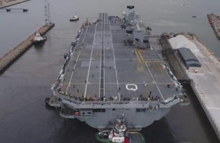 """英最大航母""""伊麗莎白女王""""號首次出海"""