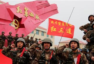 """""""紅三連""""黨支部先進事跡在軍內外引起強烈反響"""