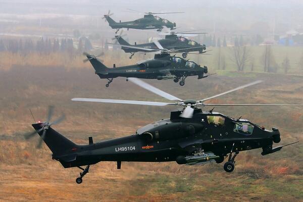 新疆軍區某陸航旅40℃高溫下進行多彈種實彈射擊