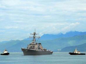 美軍驅逐艦在新加坡附近海域與商船相撞致10人失蹤