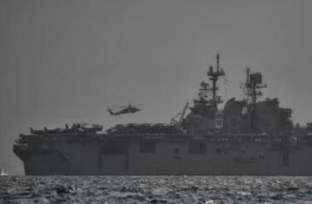 美評估被撞軍艦損壞程度 新加坡繼續搜救失蹤海軍