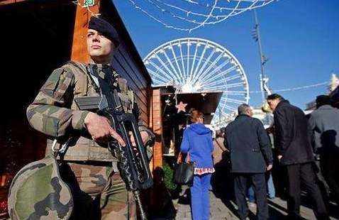 法國內政部長稱希望心理學家參與預防恐襲