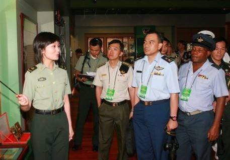 國防部組織駐華武官赴南部戰區參觀考察
