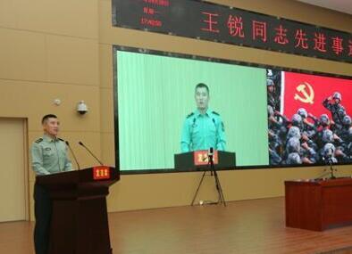 王銳先進事跡報告團在新疆軍區進行巡回報告