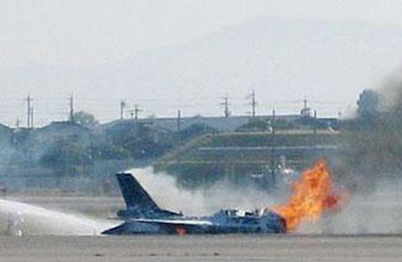 日本自衛隊一架戰鬥機在起飛前突然起火