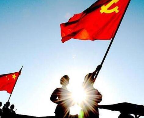 軍報評論:高舉旗幟 維護核心