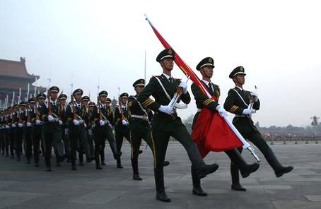 人民日報評論員:堅持走中國特色強軍之路
