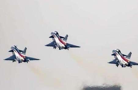 八一飛行表演隊迪拜行激發觀展國人強國熱情