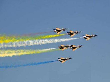 中國空軍八一飛行表演隊圓滿完成迪拜航展飛行表演