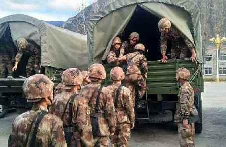 林芝軍分區1000余官兵整裝待命備戰地震救援