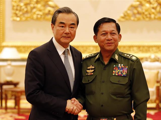 王毅會見緬甸國防軍總司令敏昂萊