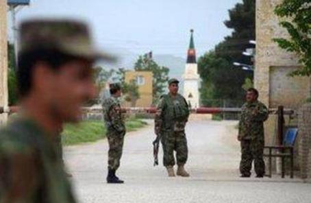 阿富汗一軍事基地遭塔利班襲擊 致18人喪生2人傷