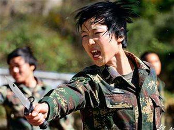 反映女兵訓練生活的《女兵突擊》攝制完成