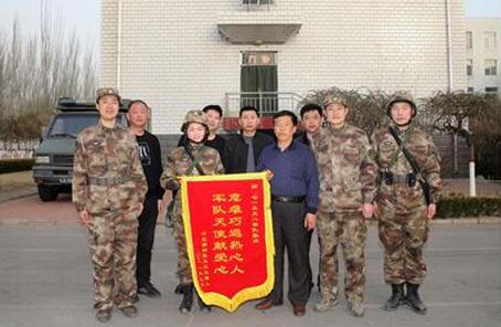 老人春節北京西站暈倒!女士官衛生員:救