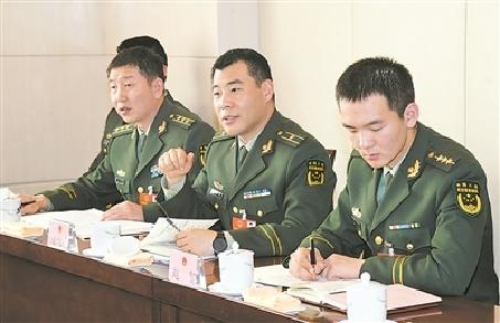 軍隊代表熱議讓軍人成為全社會尊崇的職業