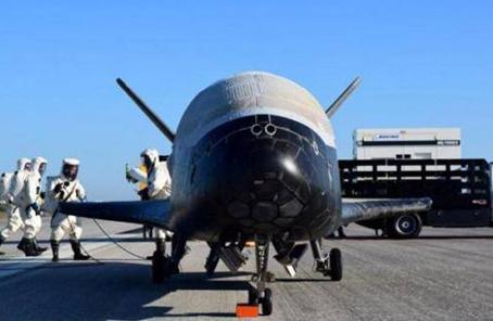 """特朗普提議組建""""太空軍"""" 空軍高層處境尷尬"""