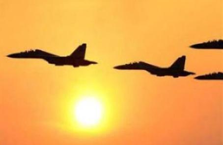 飛行員夜間海上實彈射擊 導彈全部命中目標