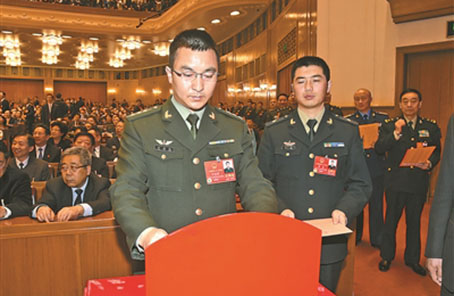 軍隊代表談牢固確立習近平強軍思想的指導地位