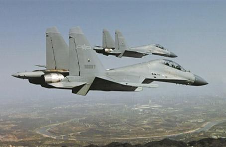 西部戰區空軍駕殲-16實施低空密集編隊訓練