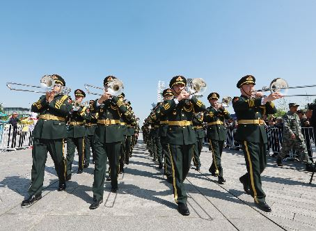 光影丨八國軍樂團在奧林匹克公園奏響和平號角