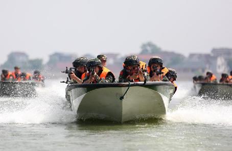 直擊:特戰隊員開展水陸極限訓練