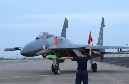 南部戰區空軍某旅破除和平積弊大抓高難課目訓練