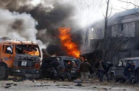 阿富汗塔利班圍攻軍事基地致45人死亡