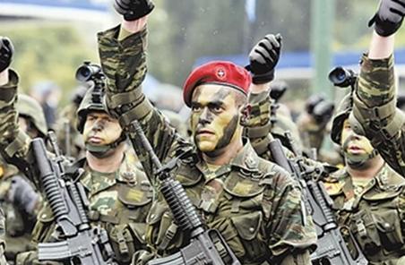 被土耳其釋放的兩名希臘士兵回國