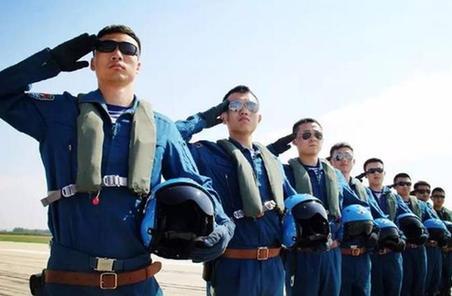 海軍航空兵某團把成績評定嵌入飛行訓練全程