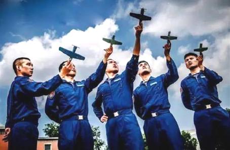 港媒關注中國海軍嚴選艦載機飛行學員:或為航母積累人才