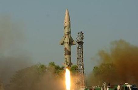 印度试射一枚短程地对地弹道导弹