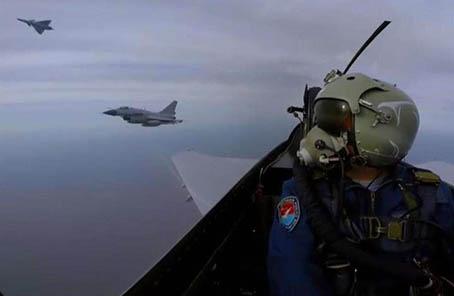 美媒:中國海軍全力招飛 直接招收殲15飛行員