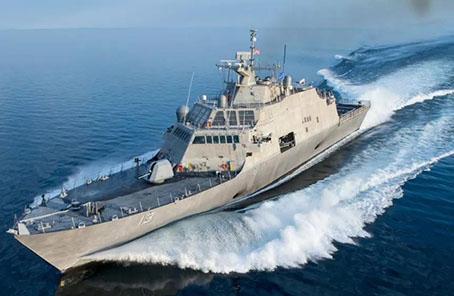 """美國海軍""""堪薩斯城""""號瀕海戰鬥艦下水"""