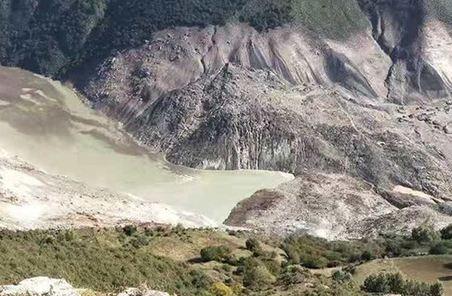 武警部隊440名官兵全力投入金沙江堰塞湖搶險救援