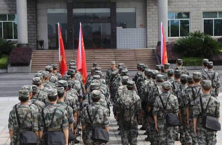 西部戰區指揮部隊投入金沙江堰塞湖搶險救災