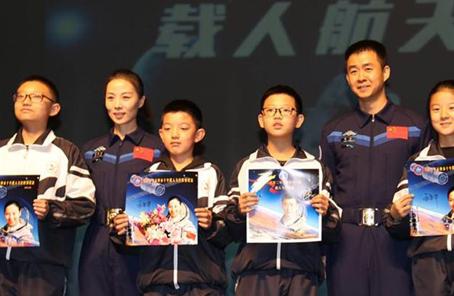 讓五星紅旗高揚在太空——記英雄航天員走進甘肅金昌