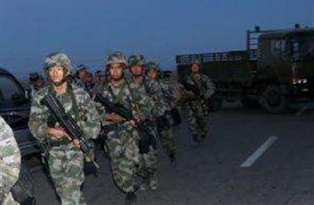 第79集團軍某旅從難從嚴組織夜訓